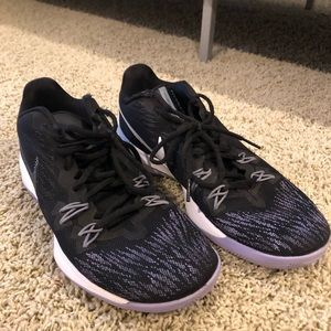 nike purple and black running/tennis shoes